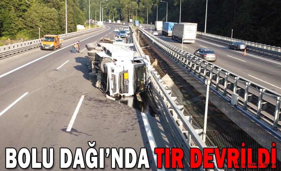 BOLU DAĞI'NDA TIR DEVRİLDİ