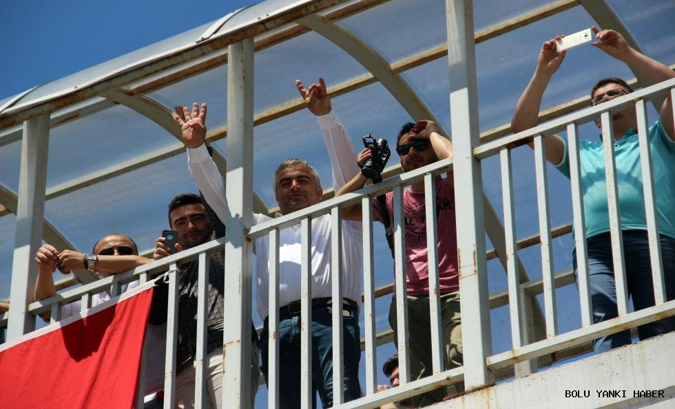 Kılıçdaroğlu'na Rabia işaretli tepkili karşılama