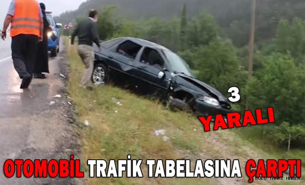 Otomobil trafik tabelasına çarptı: 3 yaralı