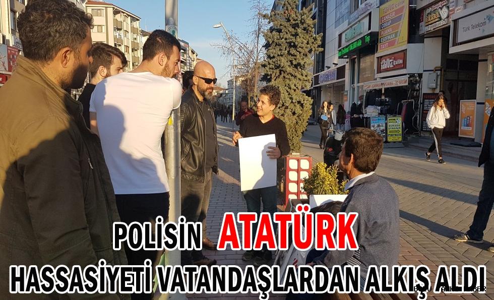 Polisin Atatürk Hassasiyeti Vatandaşlardan Alkış Aldı