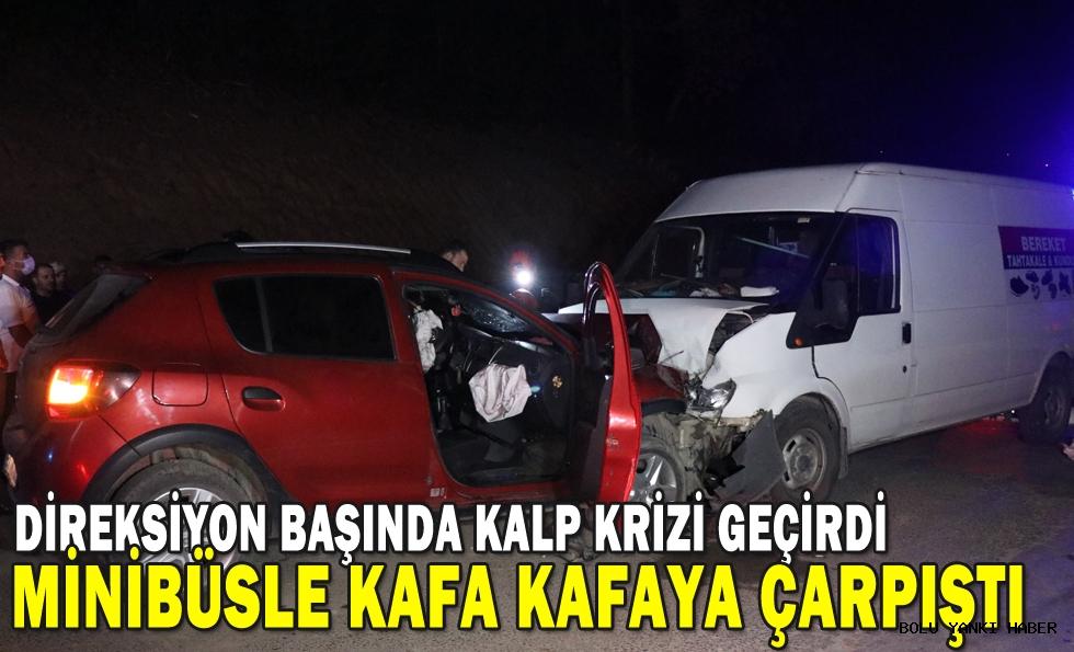 Sürücüsü kalp krizi geçiren otomobil minibüsle çarpıştı