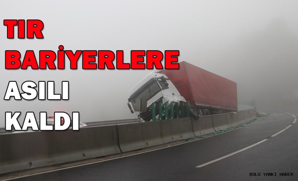 TIR  BARİYERLERE  ASILI  KALDI